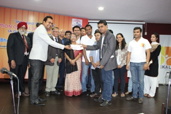 best bba college in delhi presents cheque to exal foundation